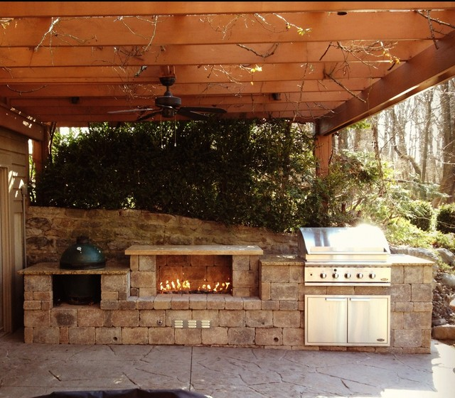 Cincinnati Ohio Outdoor Fireplace And Built In Grill Traditional Patio