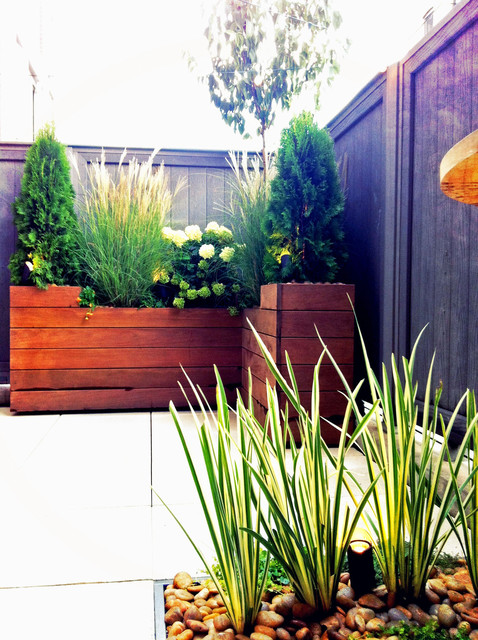 Small Brooklyn, NYC Deck: Paver Patio, Planter Box, Composite Fence, Containers contemporary-patio