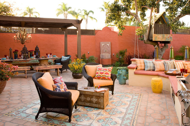 Colorful moroccan outdoor living eclectic patio san for Decoracion de jardines y patios