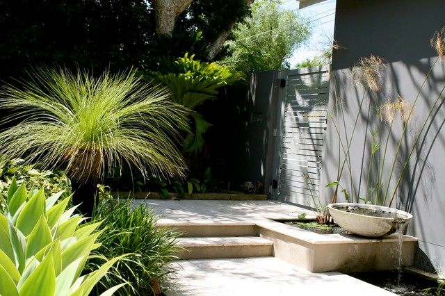 This is an example of a contemporary patio in Sydney.