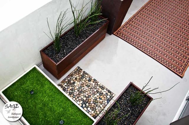 Contemporary Balcony Garden / Small Space Landscapes