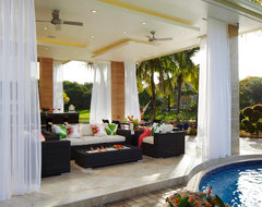 Contemporary outdoor dining tropical-patio