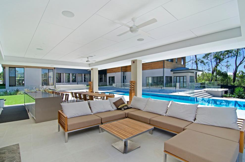 Diseño de patio contemporáneo en anexo de casas