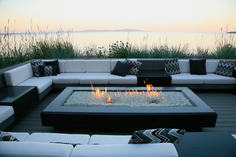 Inspiration for a contemporary patio remodel in Vancouver