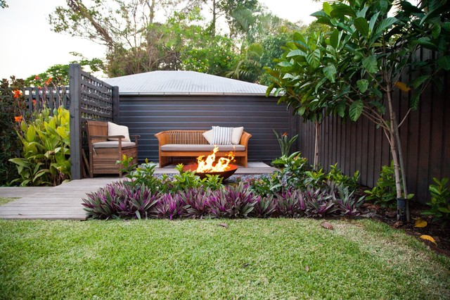 Cooparoo 3 tropical patio brisbane by utopia for Queensland garden design