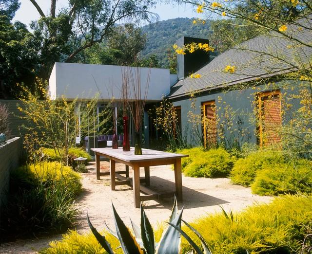Cornwall modern-patio