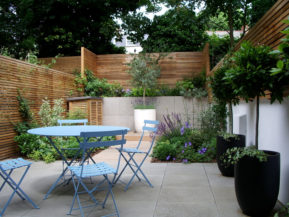 This is an example of a contemporary patio in London.