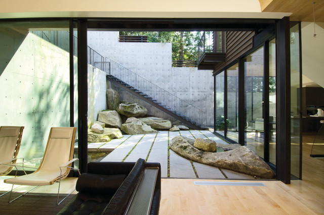 Courtyard House on a Steep Site Modern Patio seattle