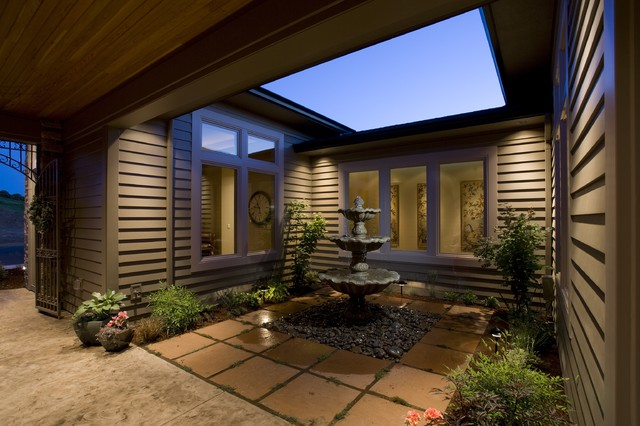 Courtyard traditional patio portland by kaufman for Homes with courtyards in the middle