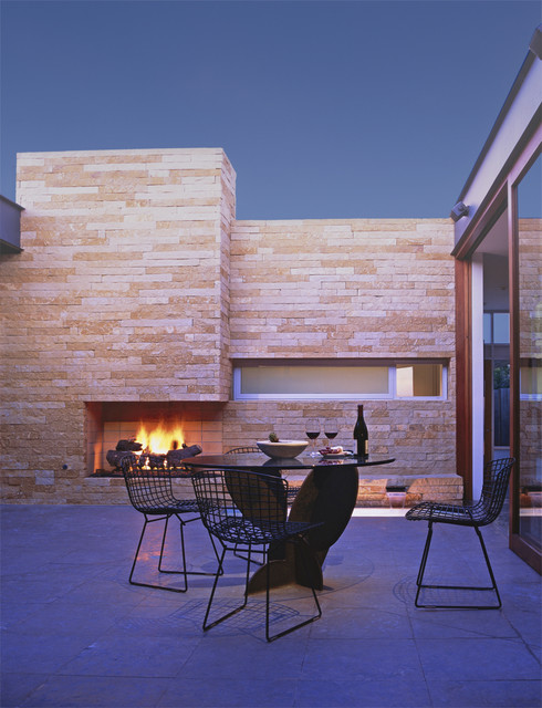 Courtyard midcentury-patio