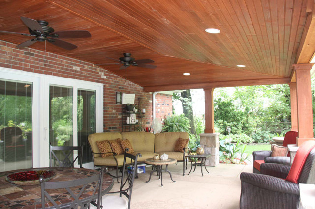 Covered patio with vaulted ceiling ideas rustic patio for Covered patio decorating ideas