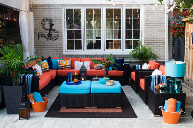 Example of a large island style backyard patio design in Toronto
