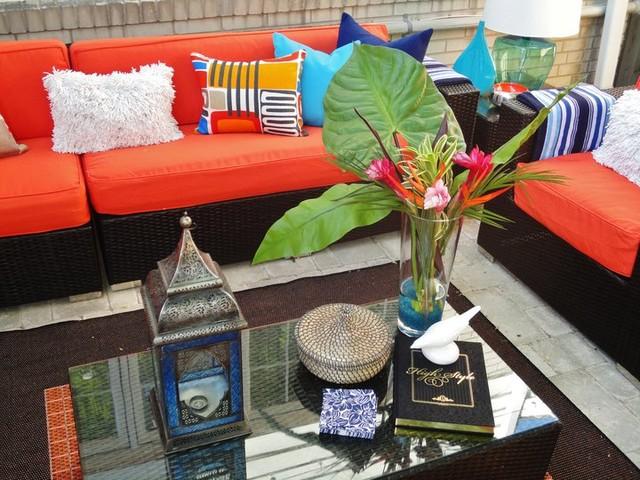 Backyard patio photo in Toronto