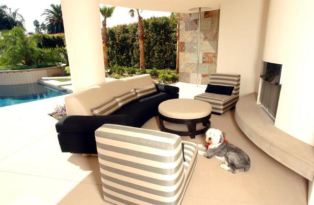 Curvy Contemporary Home contemporary-patio