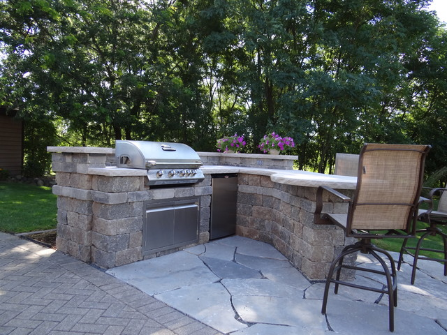 Custom outdoor kitchen contemporary patio milwaukee for Outdoor kitchen ideas houzz