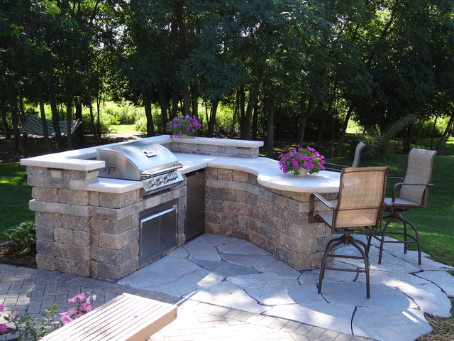 Outdoor Grilling Bar Construction : Custom outdoor kitchen contemporary patio milwaukee