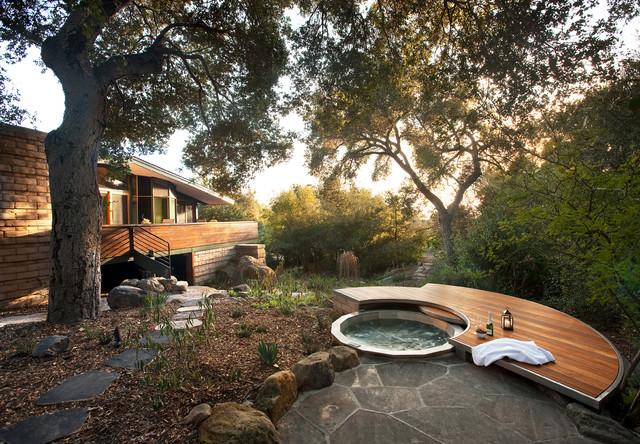 12 Naturally Beautiful Hot Tubs