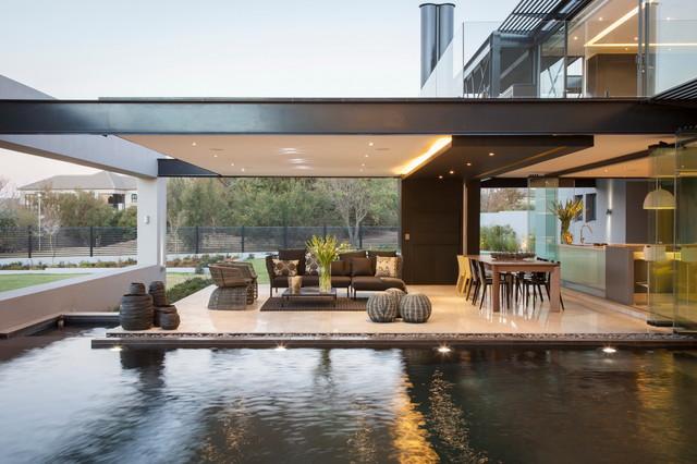 Designed by Werner van der Meulen contemporary-patio