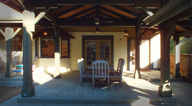 DINING PAVILION - BREEZEWAY traditional-patio