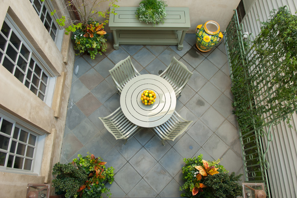 Example of a trendy patio design in Charleston
