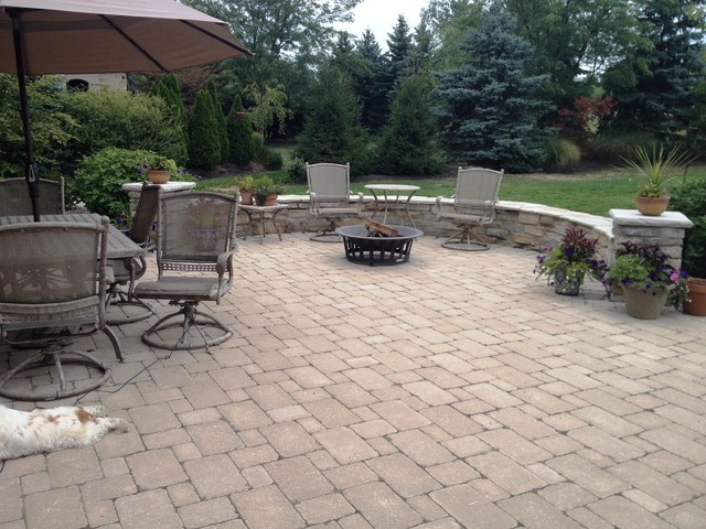 Patio Stone Walls : Dublin patio stone wall and plantings