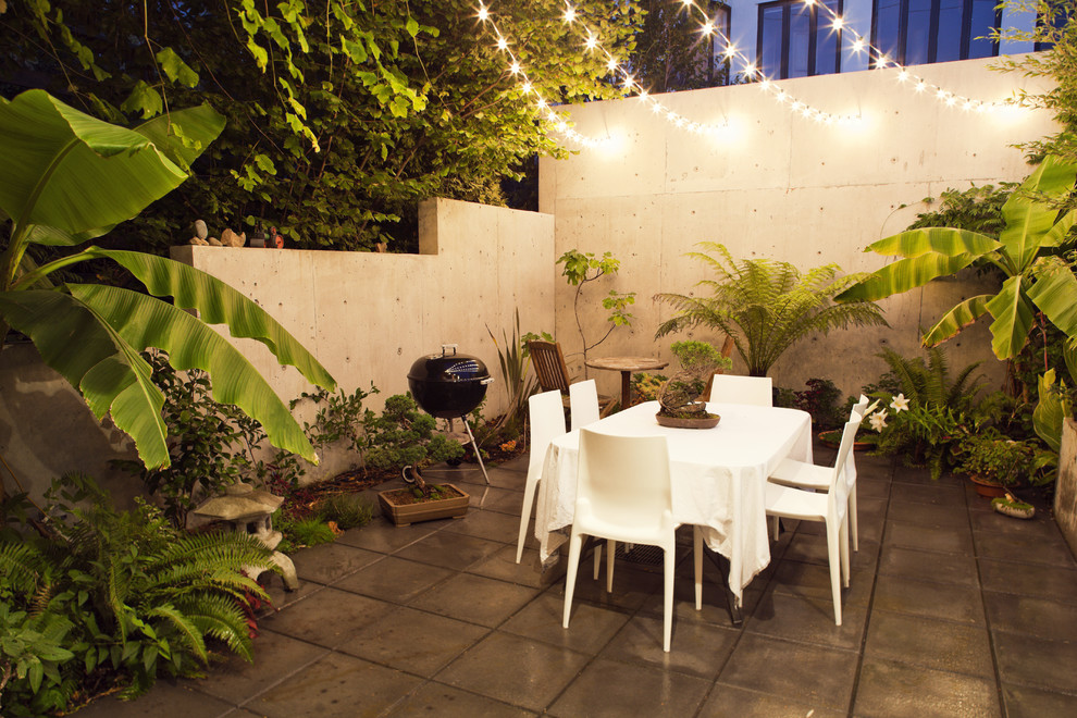 Patio - modern courtyard patio idea in Vancouver