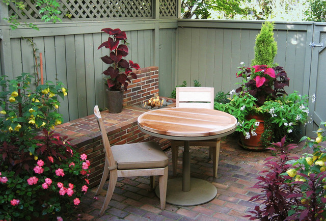 Eclectic Small Townhouse Courtyards - Eclectic - Patio ... on Townhouse Patio Design Ideas id=74396