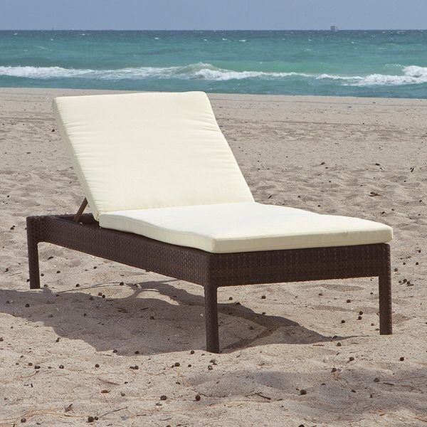 Edge collection wicker outdoor chaise lounge for Chaise lounge chicago