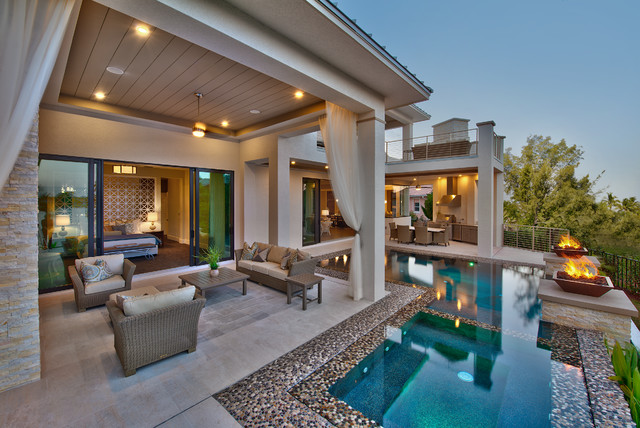 Attirant Patio   Contemporary Patio Idea In Miami With A Fire Pit