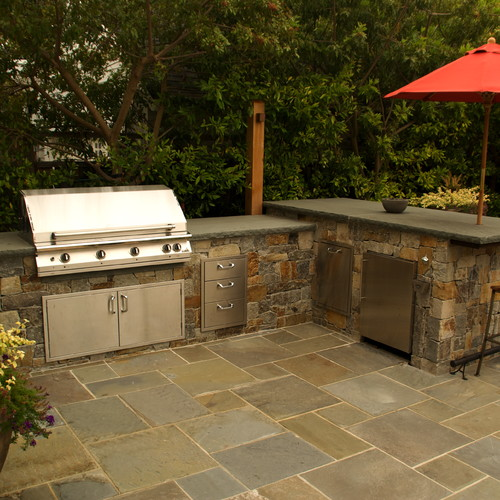 How does the bluestone countertop hold up outside? Does it stain?