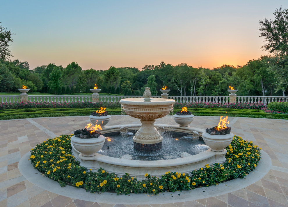 Patio fountain - traditional patio fountain idea in Dallas