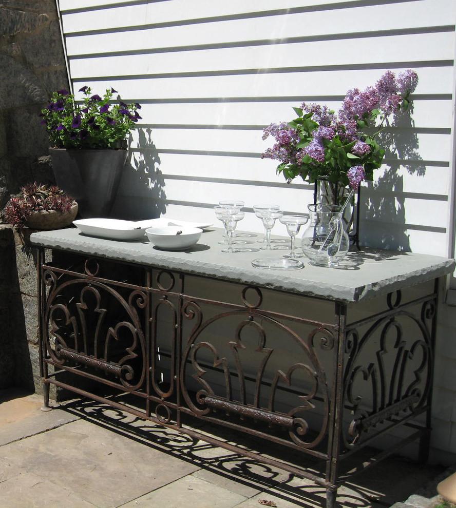 Small elegant backyard patio kitchen photo in Newark