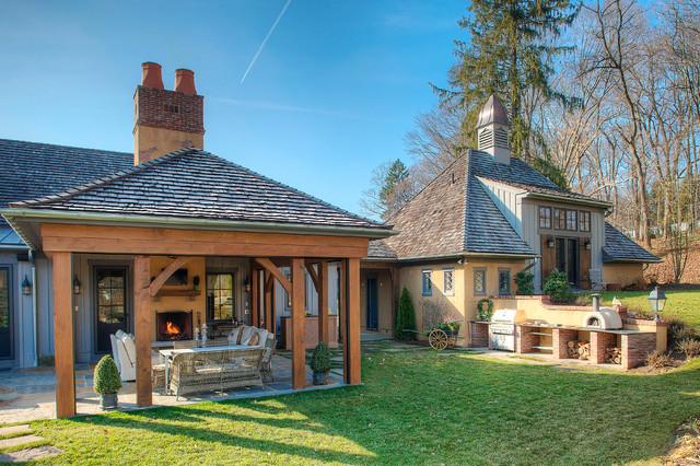 Exterior farmhouse-patio