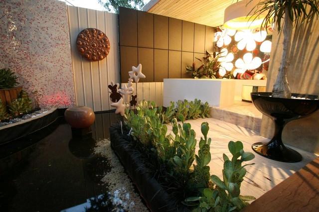 Fabulush MIFGS 06 contemporary-patio