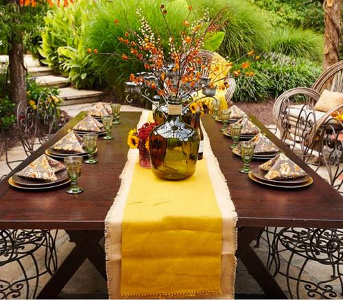 7 id es de d coration de table pour le repas de l 39 action for Table exterieur orange