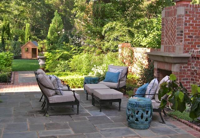 Family Garden traditional-patio