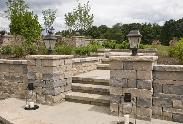 Farinelli Construction Inc traditional-patio