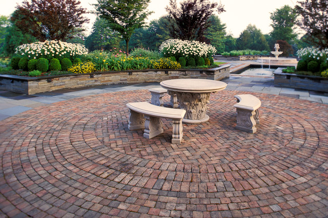 Featherbed Estate traditional-patio