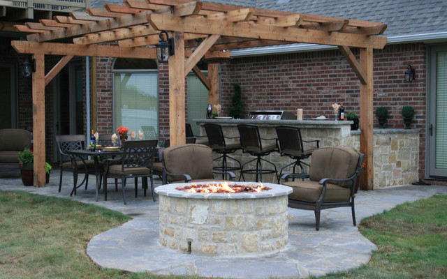 Fire Pit Outdoor Kitchen American Traditional Patio