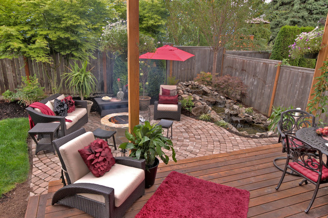 Fire pit water feature pergola paver courtyard for Garden features for small gardens
