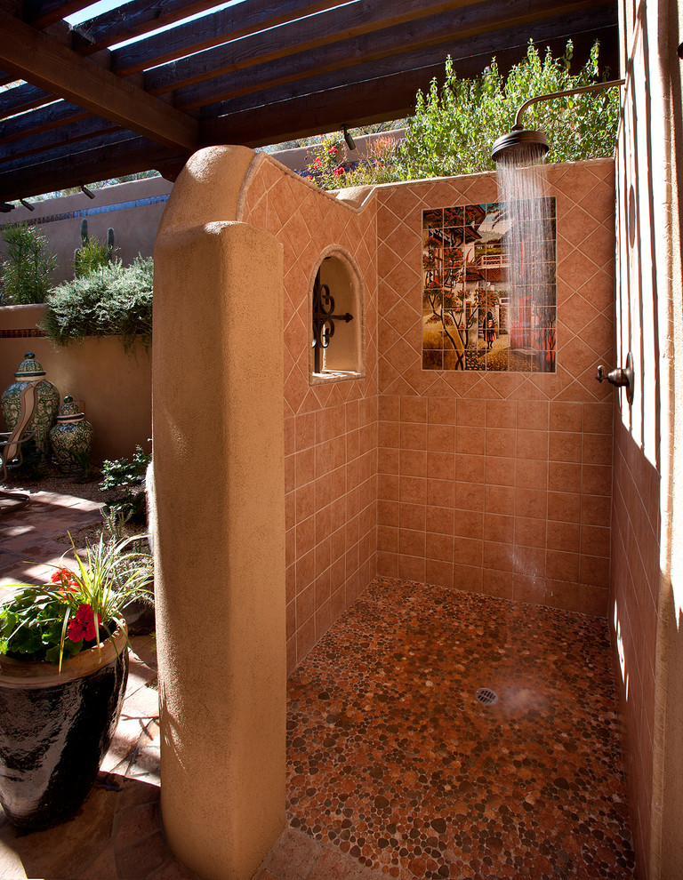 Inspiration for a southwestern outdoor patio shower remodel in Phoenix