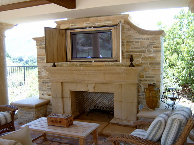 Fireplace and flatscreen for Outdoor room with fireplace