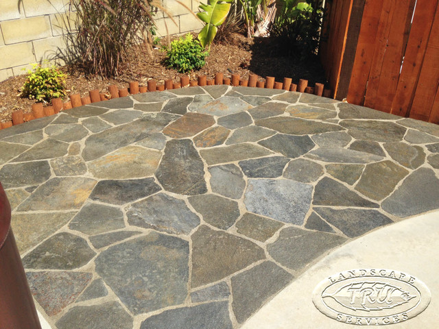 Gentil Flagstone Patio In The Backyard Tropical Patio