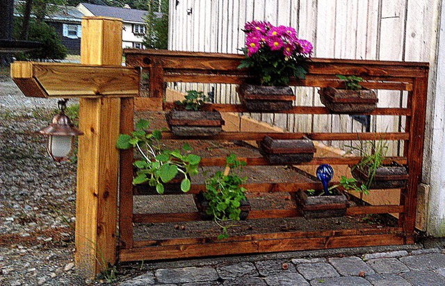 Elegant Flower Box. Reclaimed Fence Country Patio