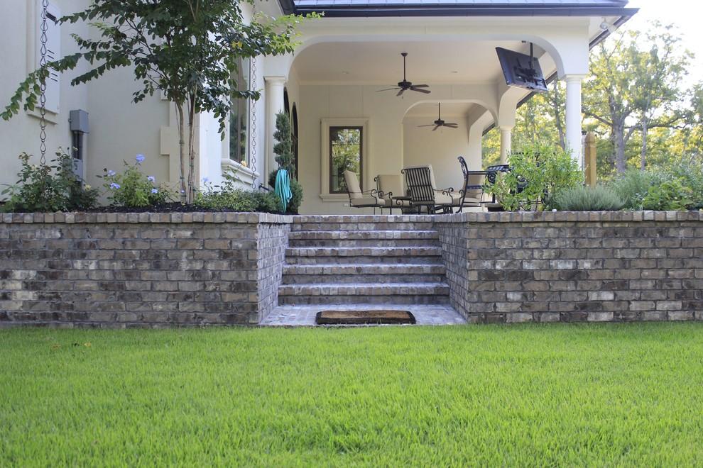 Example of a classic patio design in Dallas