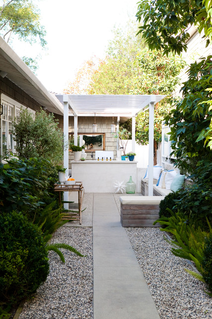 fresh and clean traditional-patio