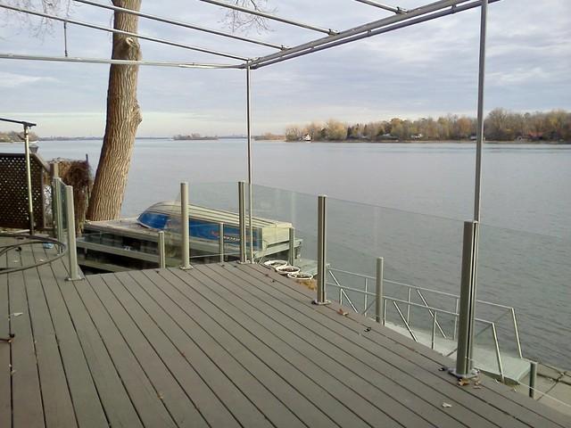 Garde corps en verre poteaux en aluminium moderne terrasse et patio montr al par for Comgarde corps pour terrasse
