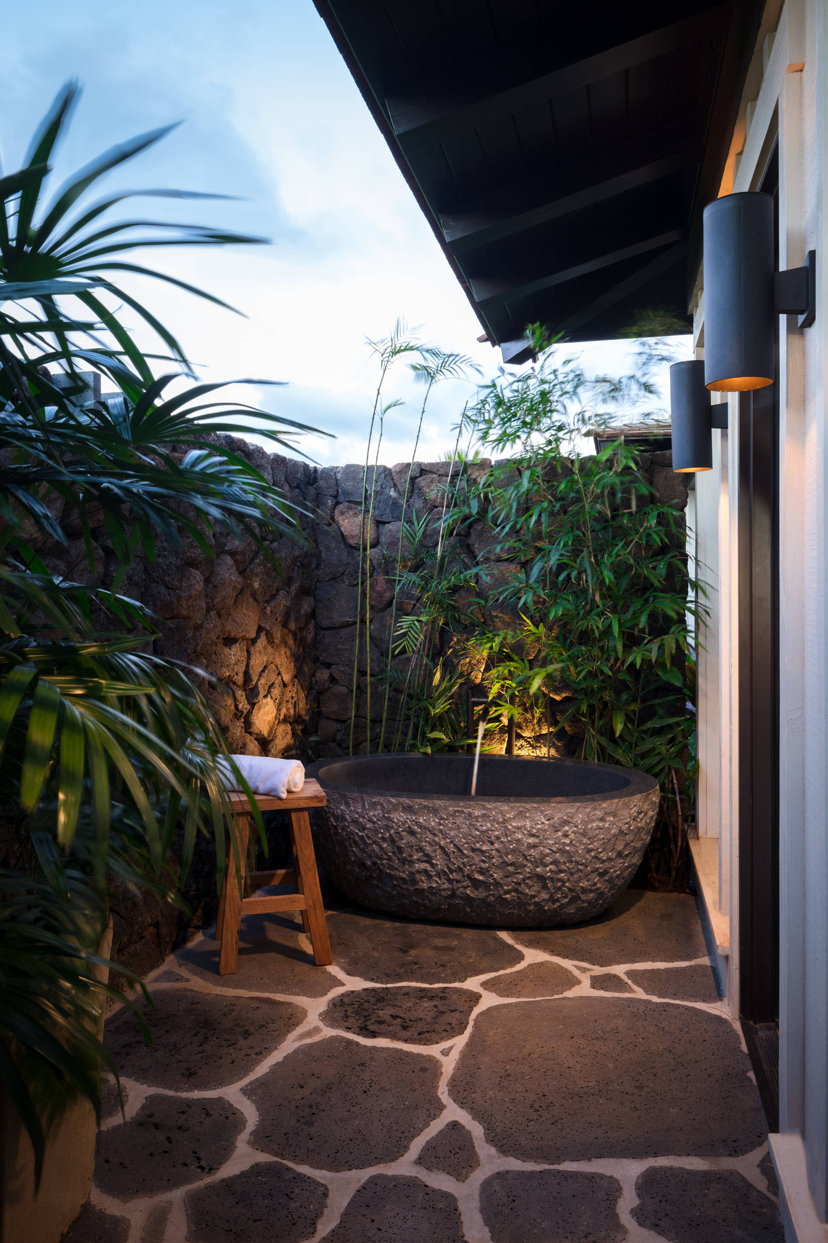 75 Beautiful Tropical Outdoor Design Houzz Pictures Ideas February 2021 Houzz