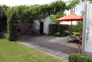 garten in mindelheim modern pergola patio other metro von droll lauenstein. Black Bedroom Furniture Sets. Home Design Ideas