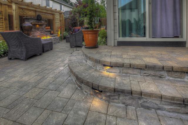 Geunes moderno patio portland di paradise restored for Paradise restored landscaping exterior design
